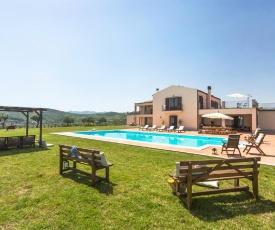 Basico Villa Sleeps 8 with Pool and WiFi
