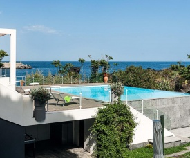 Stazzo Apartment Sleeps 3 with Pool Air Con and WiFi