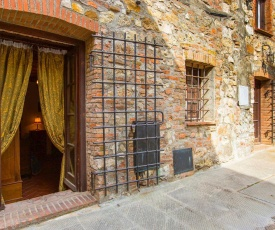 Rustic Holiday Home in Canneto with Balcony