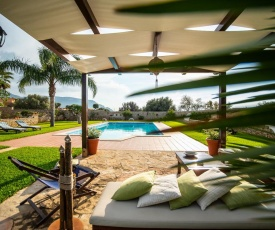 Cinisi Villa Sleeps 12 Pool Air Con WiFi