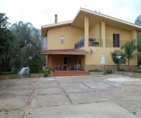 Villa Giù, indipendent villa near airport and sea